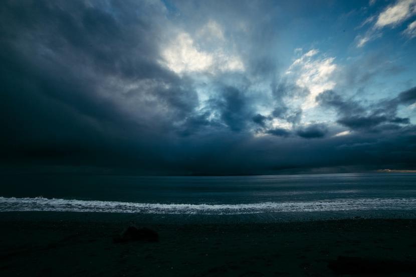 Playa con nubes