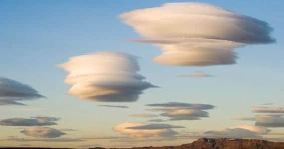 Nubes con forma de platillos volantes