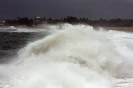 La tormenta Fabio se refuerza en el Pacífico
