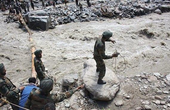 Monzón India tareas de rescate