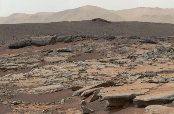 Sedimentos lacustres erosionados sobre superficie marciana