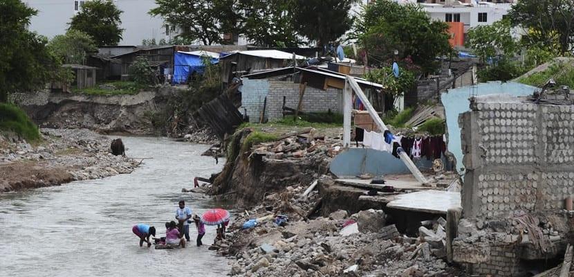 Destrozos causados por el huracán Raymond