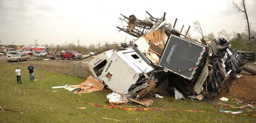 """Destrucción causada por un """"doble tornado"""" en Nebraska"""