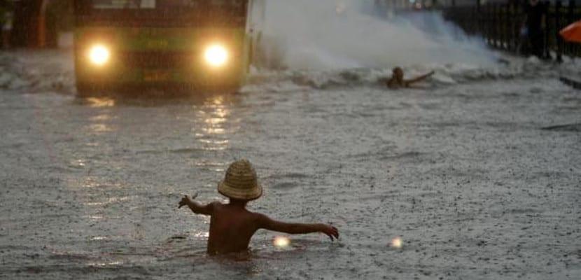 Calle de Manila inundada durante la tormenta tropical Mario