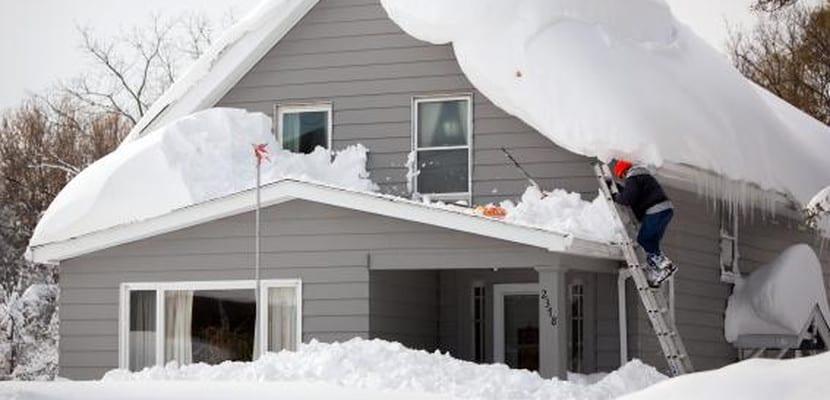 Casa cubierta de nieve en Nueva York