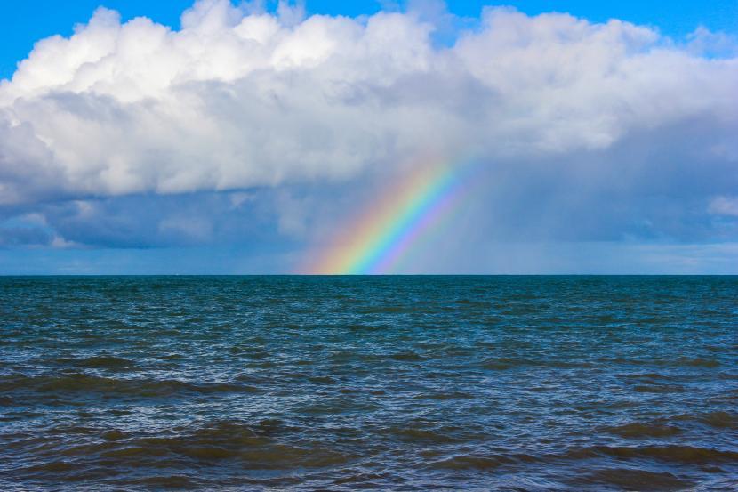 Arco iris visto desde el mar