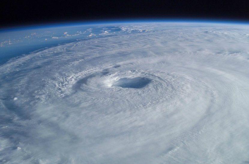 Huracán isabel del 2003 desde la ISS. Cazadores de Tormentas