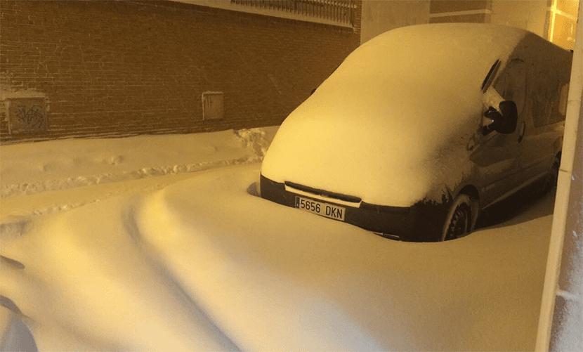 Más coches nevados en Aguilar