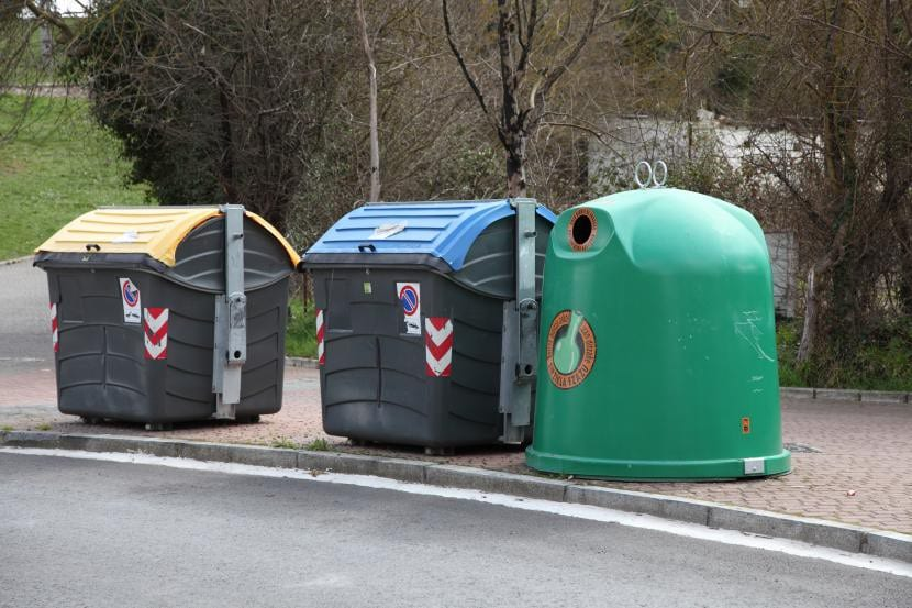 Usa los contenedores de reciclaje: cuida del planeta