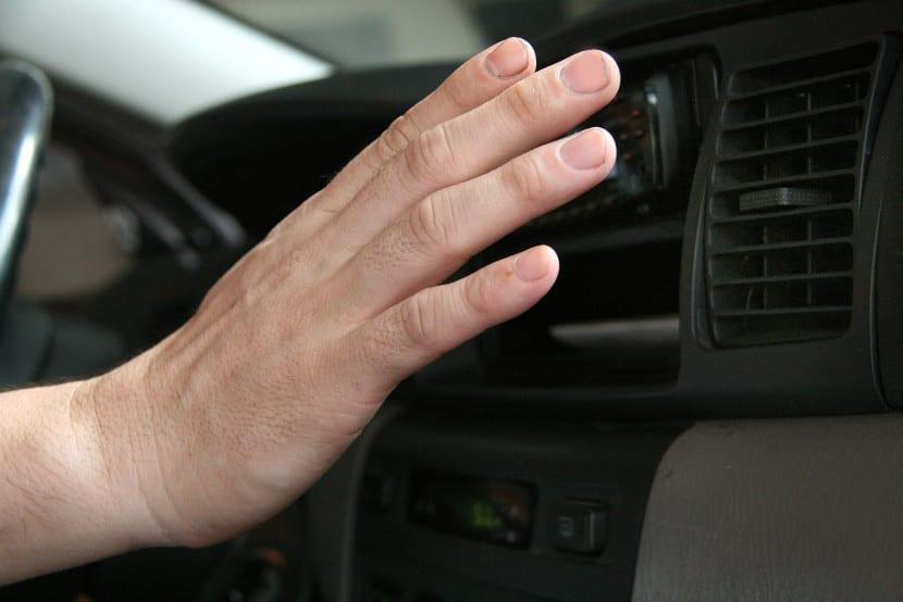 cómo combatir el calor en el interior de un coche