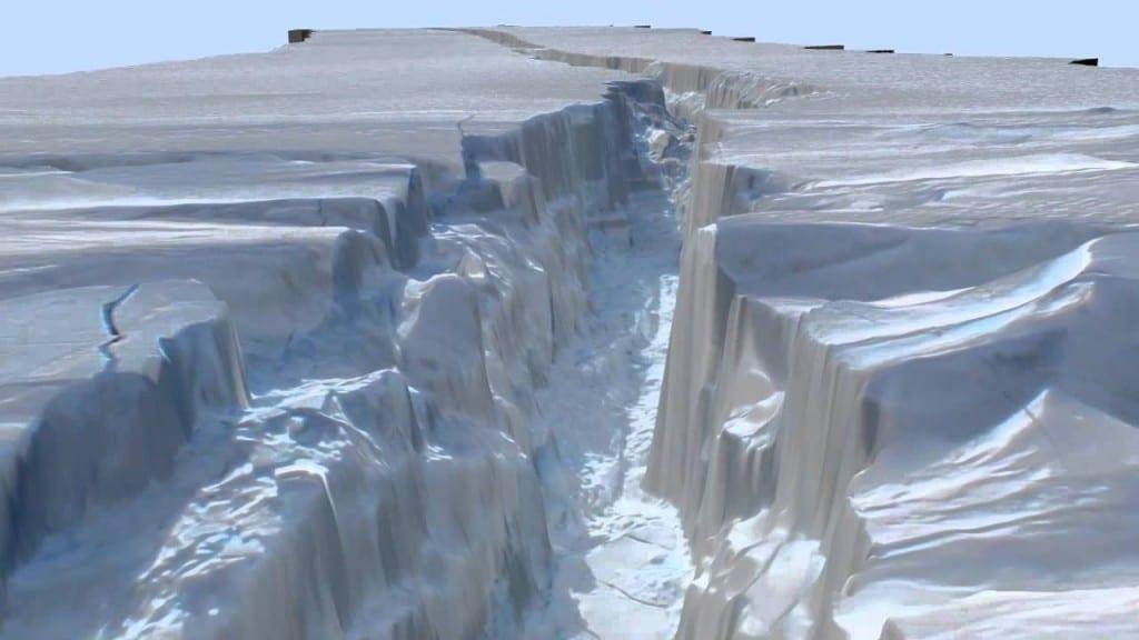 Grieta en hielo Antártida por deshielo