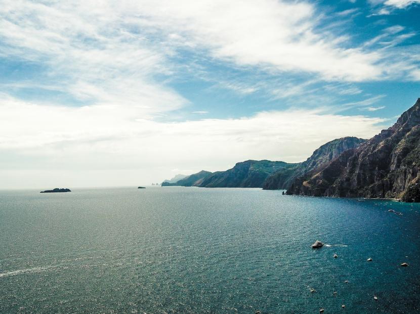Océano y montañas