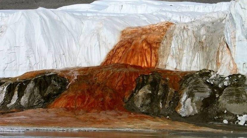 Cascada roja Foto- Peter Rejcek