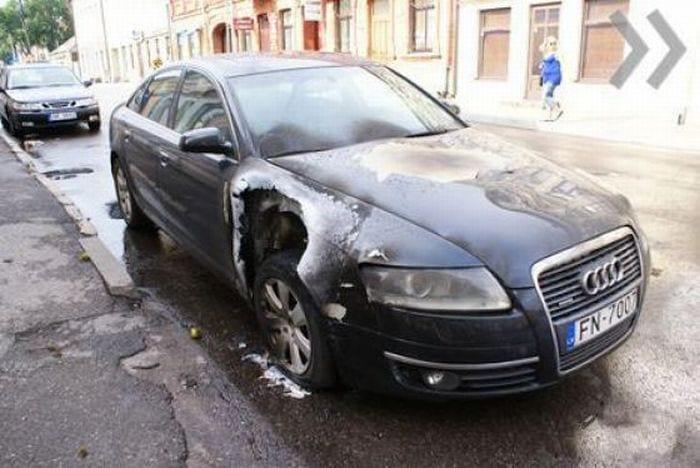 Un rayo cae a un coche