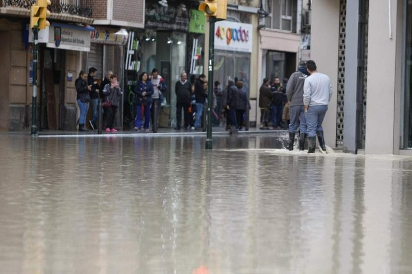Calle totalmente inundada en Orihuela (Alicante). Imagen - Morell