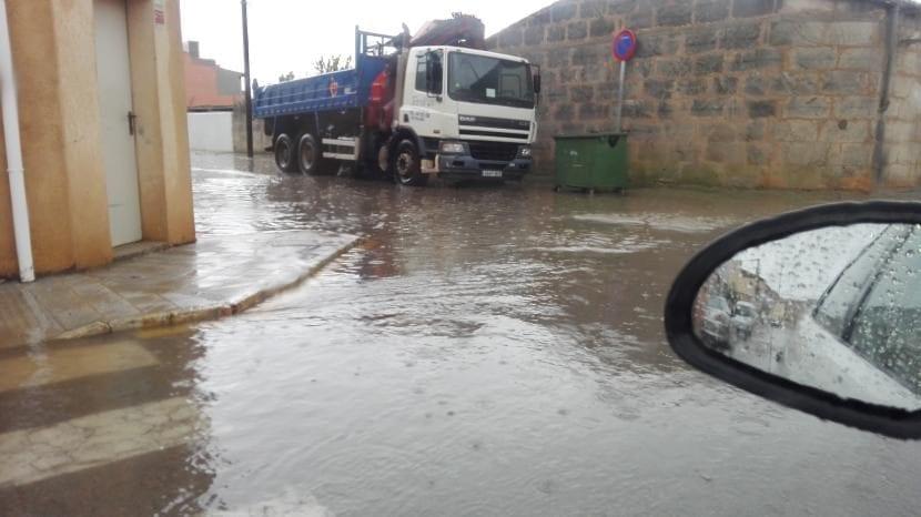 Carretera inundada en Ses Salines (Mallorca), esta mañana.