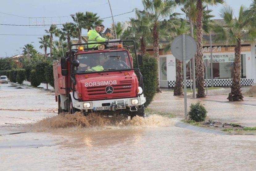 La UME montó su base en Los Alcázares (Murcia), donde muchas personas tuvieron que ser desalojadas como consecuencia del desbordamiento de los ríos Segura. Imagen - Felipe García Pagán