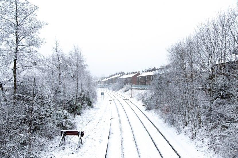 vias-de-tren-nevadas