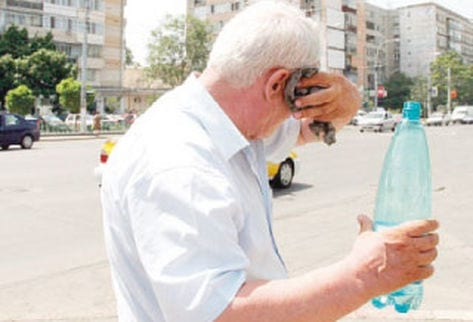 ancianos deshidratados