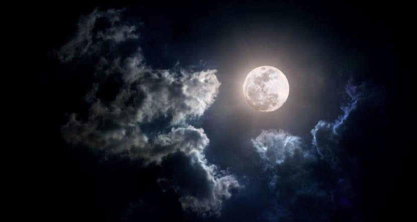 la luna se escribe en mayúscula en contextos astronómicos