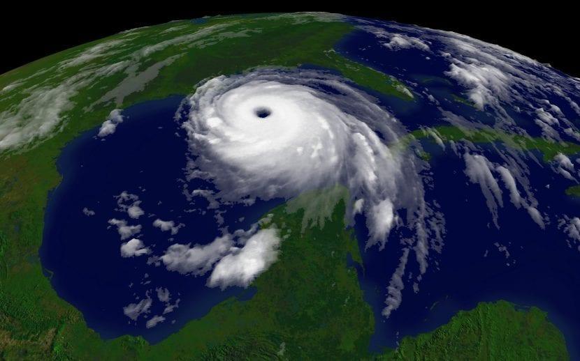 Huracán Katrina, vista por el satélite GOES-12 de la NOAA