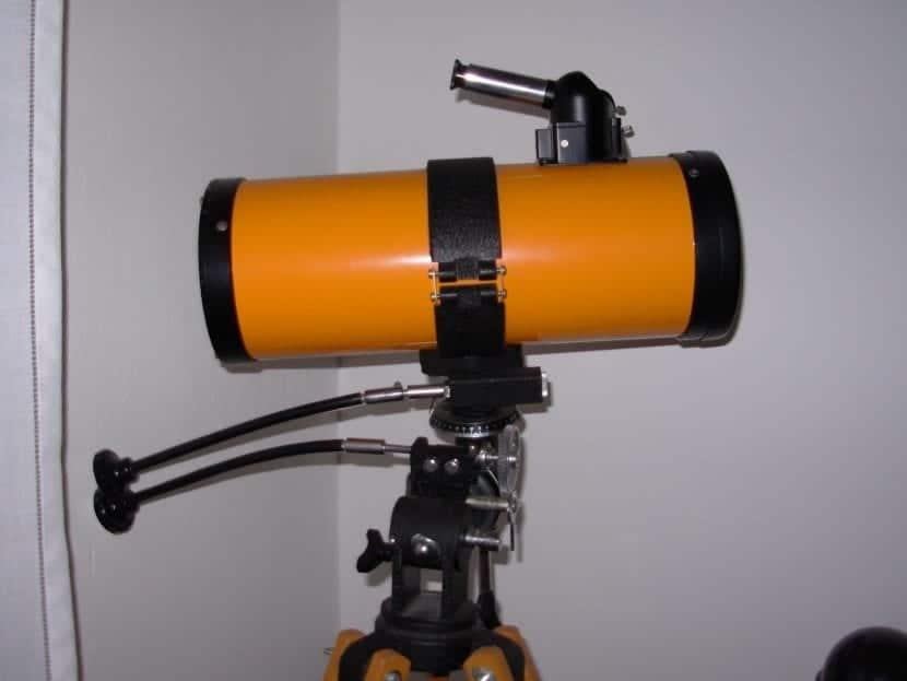 Telescopio newtoniano con montura equatorial