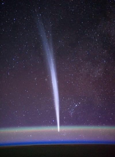 Cometa entrando en la atmósfera