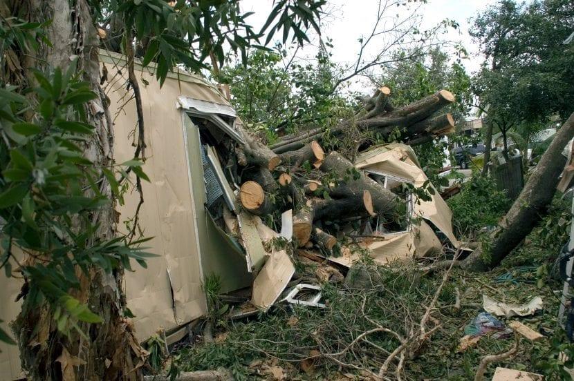 Casa dañada en Florida tras el huracán Katrina