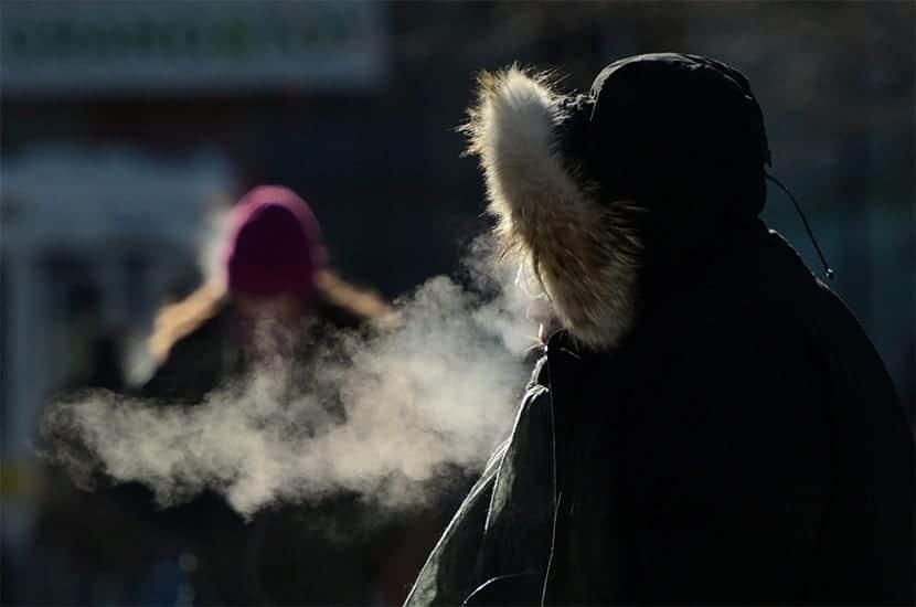 cuando una masa de aire se satura de vapor de agua sale el vaho