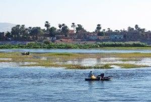 Barca en el río Nilo