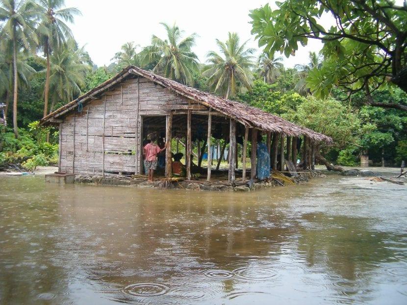 Choza en Vanuatu inundada