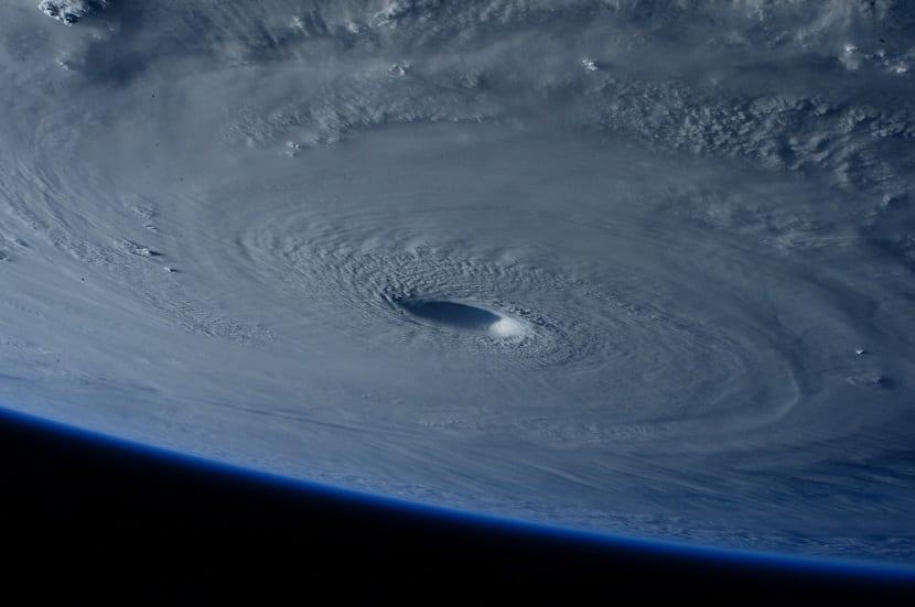 huracan desde el espacio