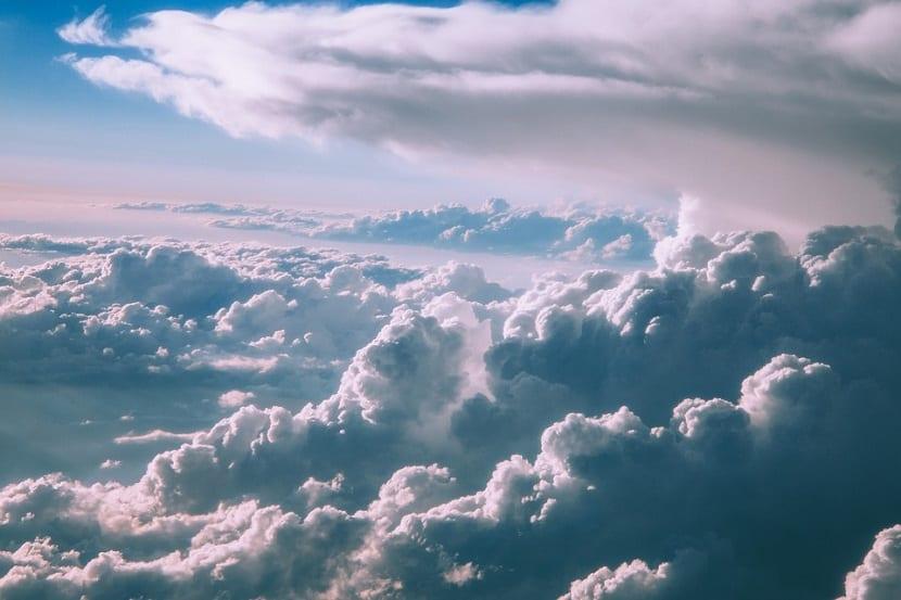 la atmósfera tiene una composición que permite la vida en la Tierra