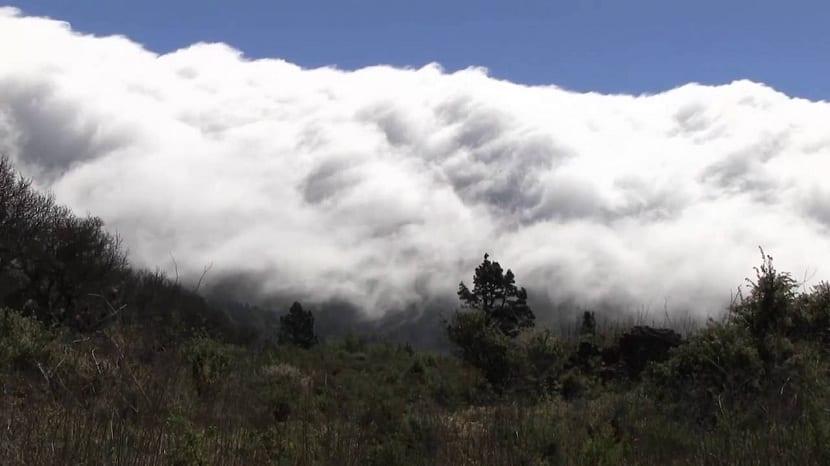 el efecto foehn hace acumular nubes en las montañas