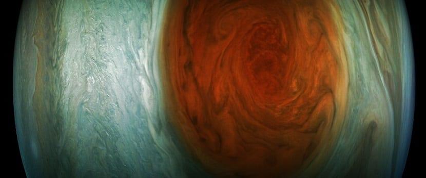 Júpiter mancha tormenta roja