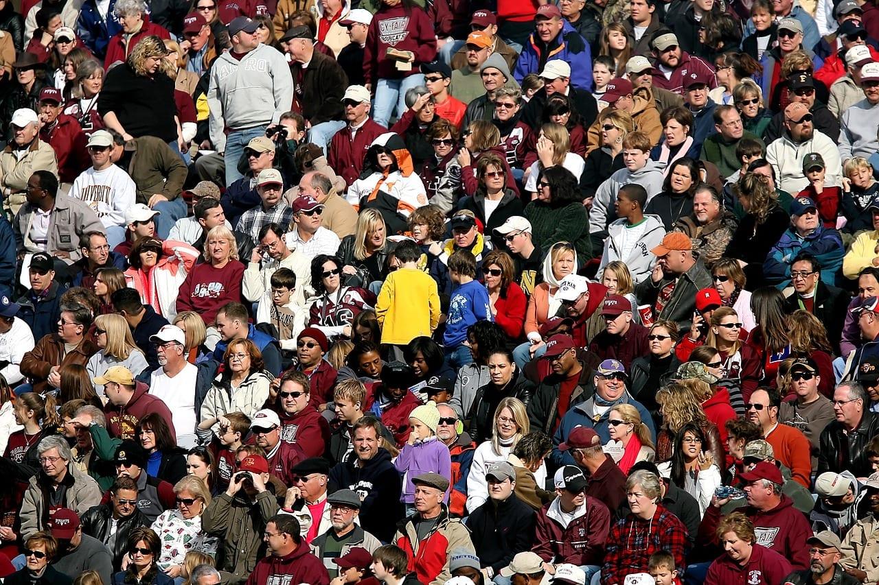 Multitud de personas sentadas