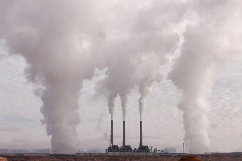 contaminación chimeneas fábrica