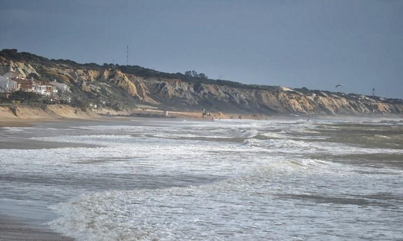 las mareas generan movimientos de agua