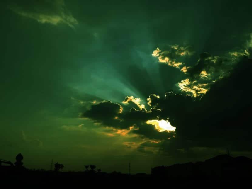 Cielo con nubes verdes