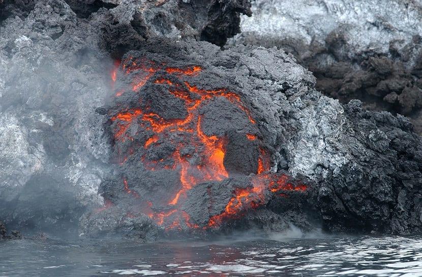 magma lava y agua