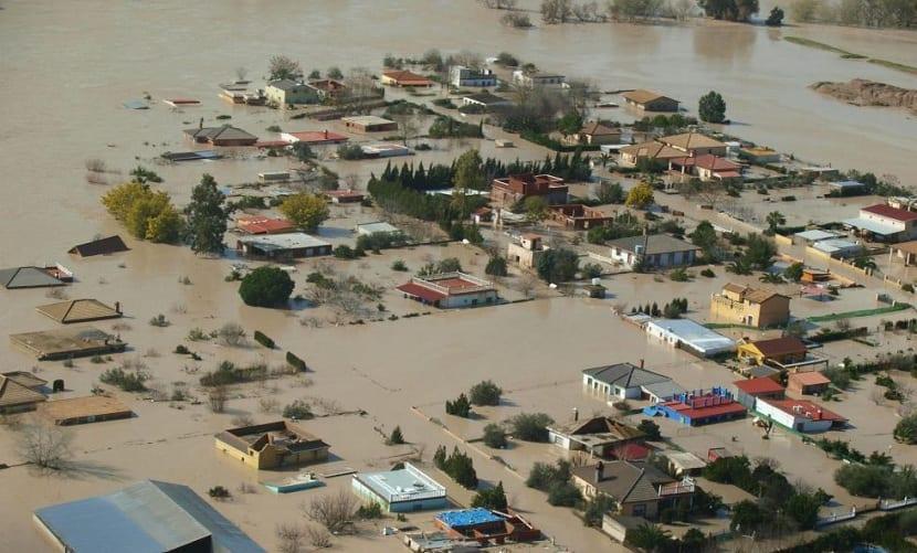 las inundaciones destruyen ciudades