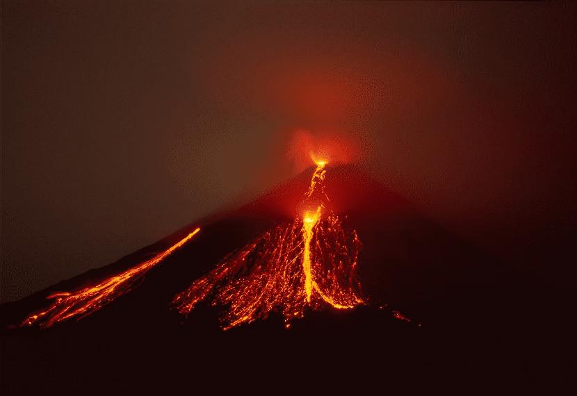 Volcán erupción de lava vulcanismo
