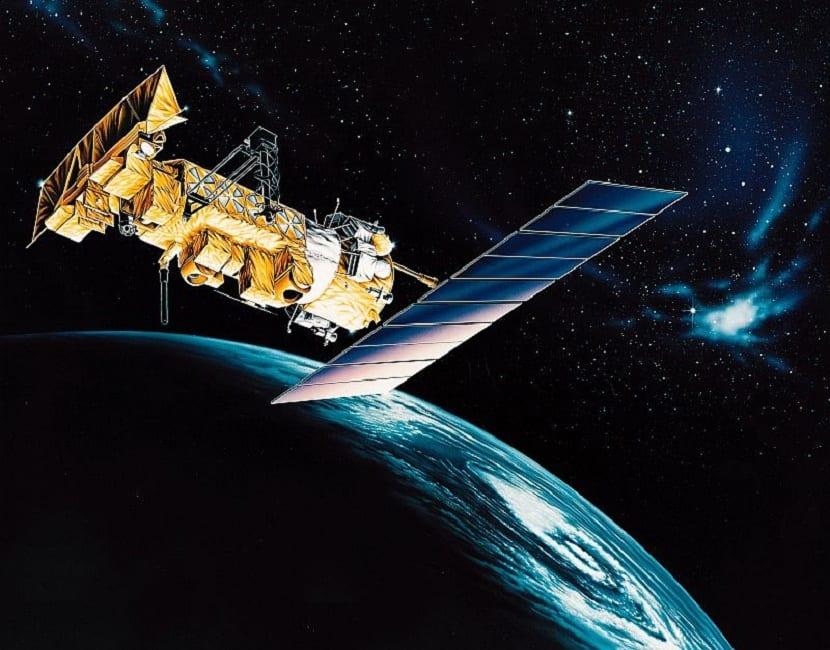 los satelites polares están mas cerca