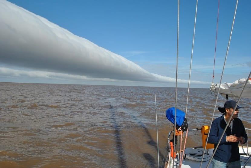 el viento pampero se forma por un centro de bajas presiones