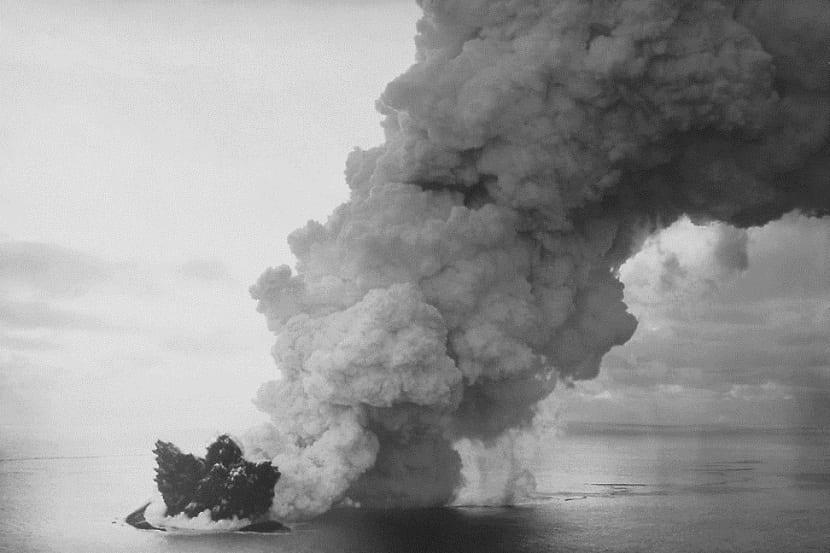 Erupciones surtseyanas