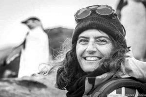 La bióloga Josabel Belliure con pingüinos