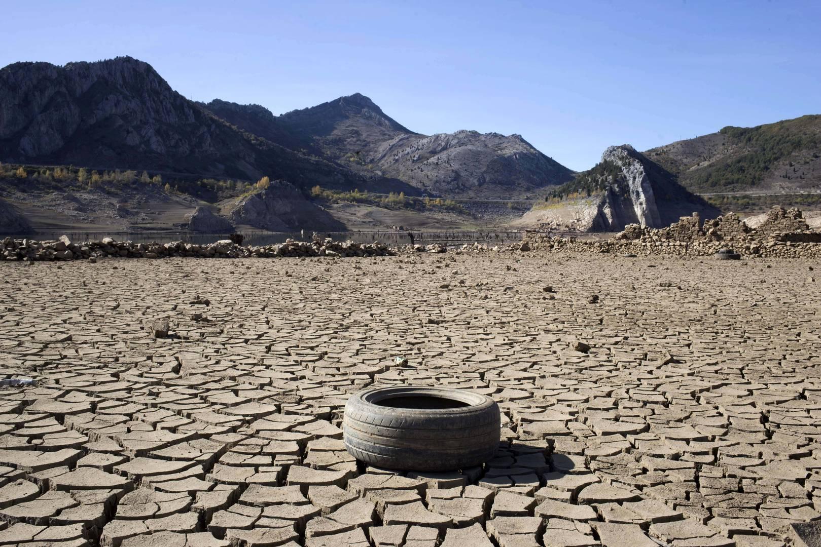 Embalse de Barrios Luna seco