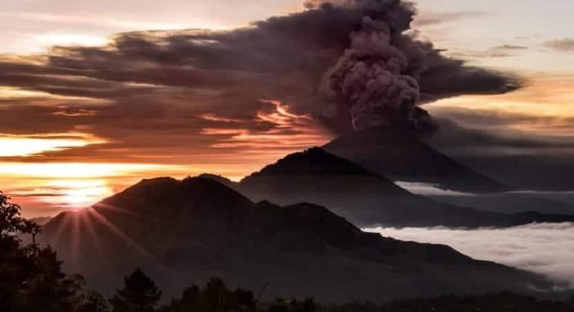 erupcion inminente del volcan bali