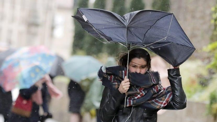 Fuertes vientos y lluvias en Galicia, Asturias y parte de Castilla y León