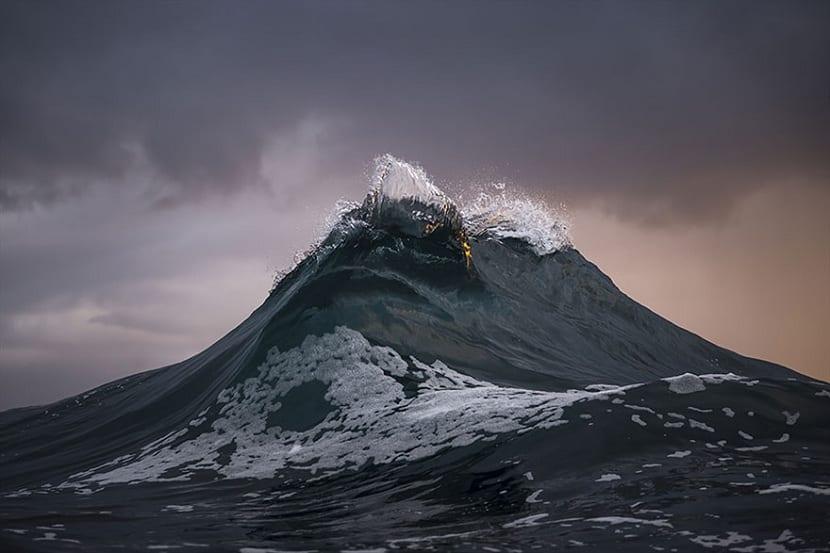 olas en el interior del mar